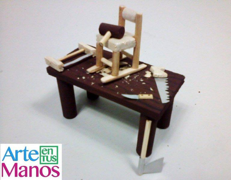Mesa y Herramientas Miniatura  para Decorar Belenes
