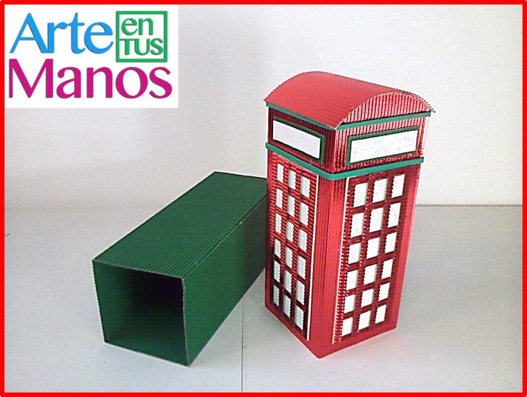 Caja en cartón corrugado con forma de Cabina telefónica inglesa