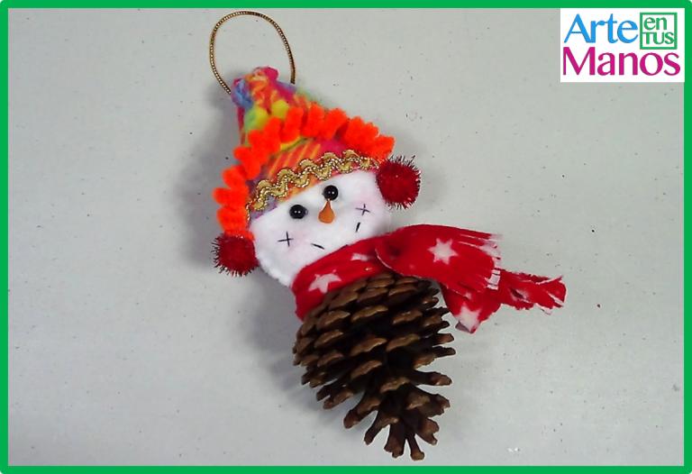 Muñeco de Nieve con Piña Navideña
